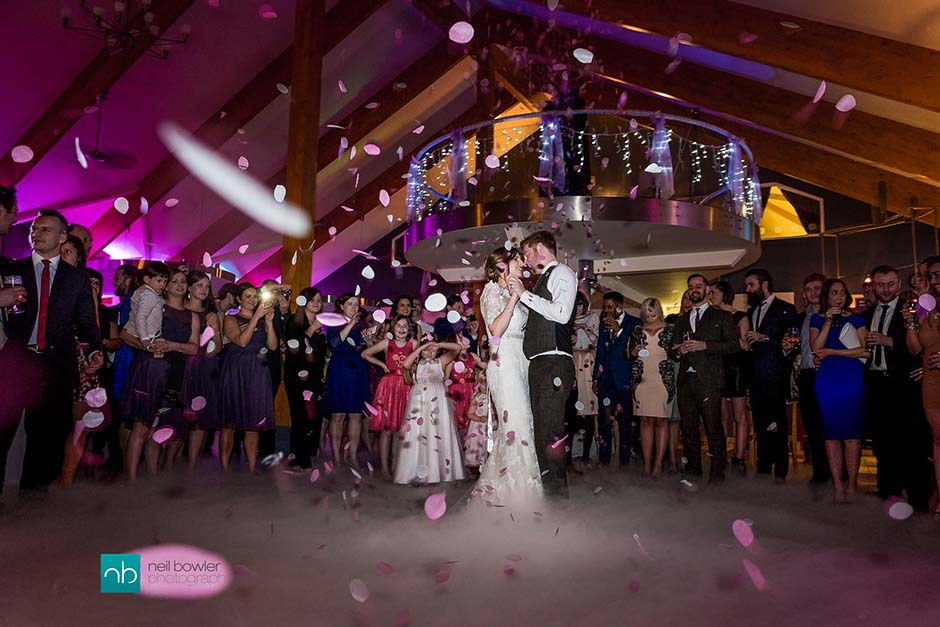 confetti during wedding first dance